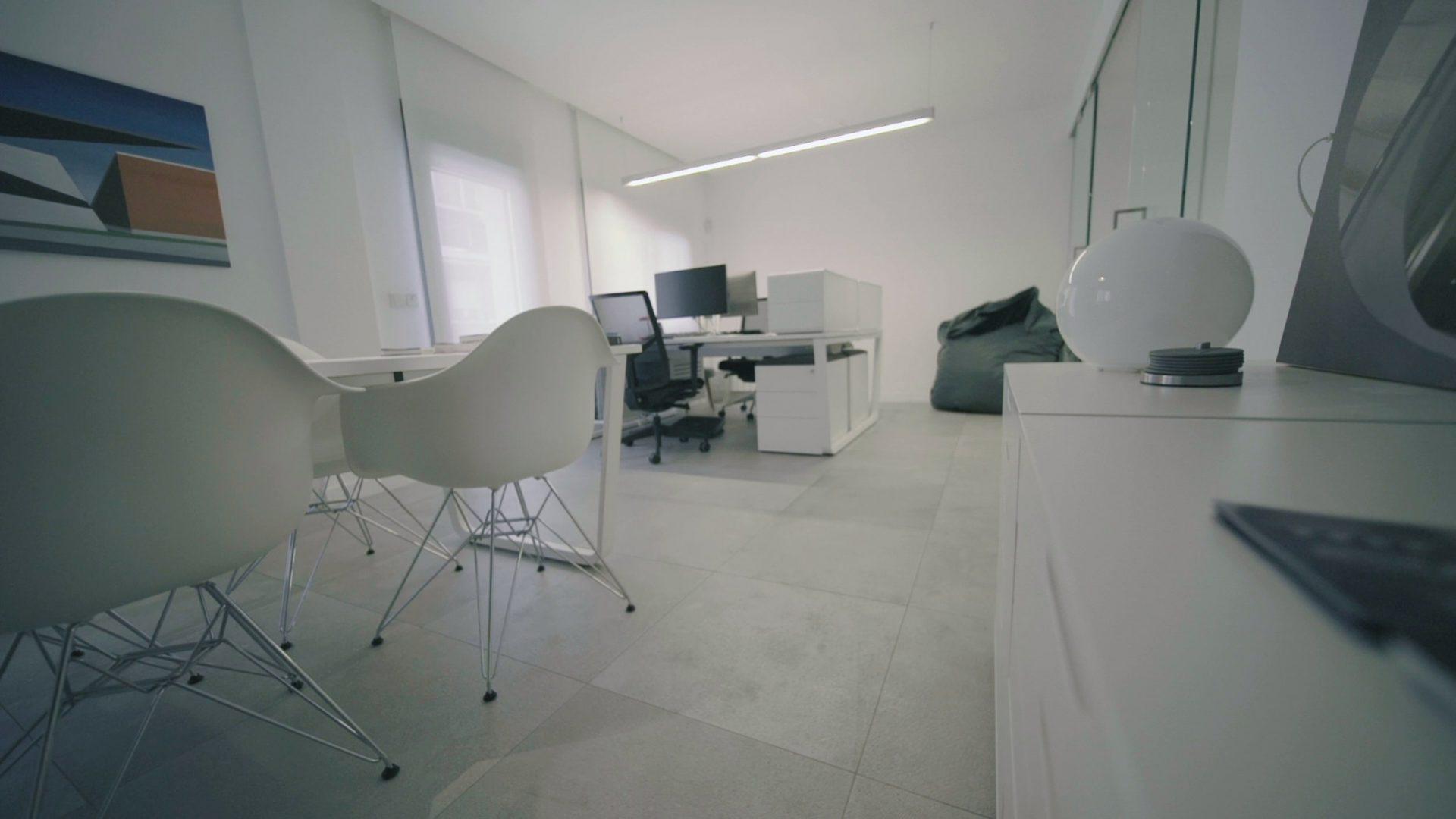 La Sala Holográfica, Construcción y Logística